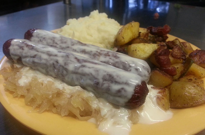 Cheddar Bratwurst (Lunch) $5.99